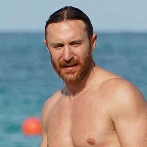 PHOTOS – David Guetta tout en muscles et sa chérie Jessica Ledon en bikini: ambiance caliente à la plage