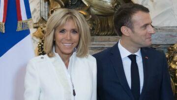 PHOTOS – Brigitte Macron chic et moderne: elle renoue avec la veste en zip et la jupe courte  en Argentine