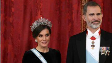 PHOTOS – Letizia d'Espagne sublime en robe longue et tiare historique: découvrez son bel hommage à une maison française