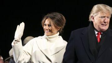 PHOTOS – Melania Trump, très élégante dans un long manteau blanc à plus de 1700 euros