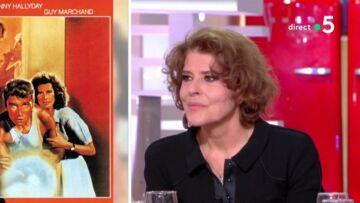 """VIDÉO – Johnny Hallyday """"terrifié"""" sur un tournage: les confidences étonnantes de Fanny Ardant"""