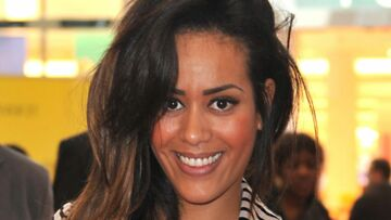 PHOTO – Amel Bent (The Voice Kids) : sirène ultra-svelte et sexy dans un fourreau moulant perlé