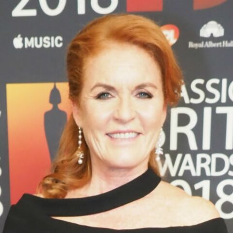 PHOTO – Sarah Ferguson, en mode midinette, déclare sa flamme à un chanteur