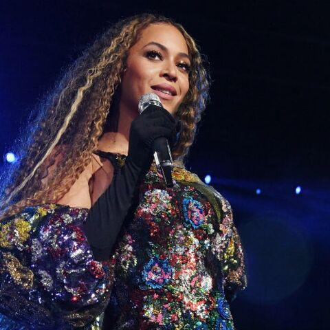PHOTOS – Beyonce impériale en body brodée de cristaux et cuissardes lors d'un concert hommage à Nelson Mandela