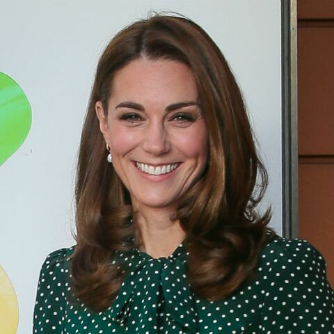 PHOTOS – Kate Middleton radieuse dans une toute nouvelle robe à pois à 360 €