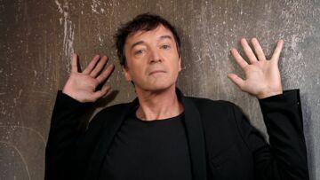 """VIDÉO – Cali: ces """"messages assez corsés"""" reçus avant la sortie de son album en hommage à Léo Ferré"""