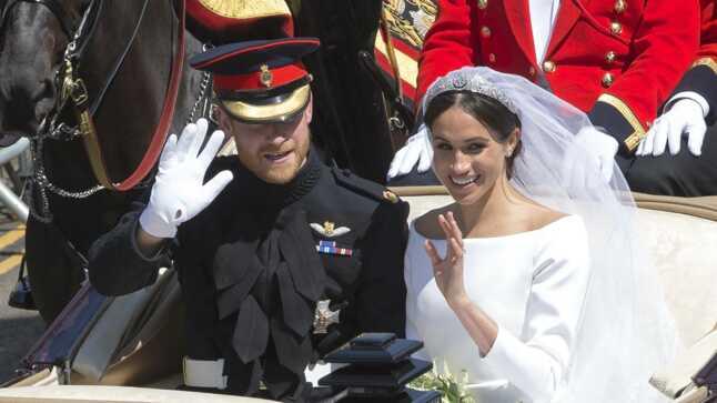 PHOTOS  ndash  Coiffure mariage 2019 nbsp   Meghan Markle ou Vanessa  Paradis hellip  Les astuces 15e99286e8c