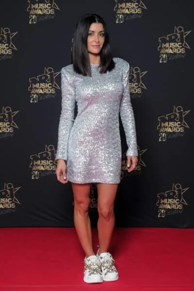A Cannes, Jenifer a illuminé le tapis rouge dans une robe à sequins, vendue aux enchères sur Ebay.
