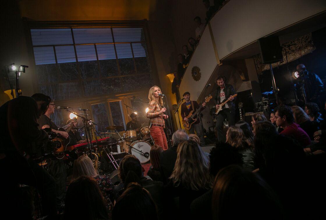 Vanessa Paradis en plein home concert, le lundi 3 décembre 2018.