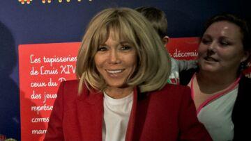 PHOTOS – Brigitte Macron rayonnante en veste de blazer rouge pour fêter Noël avec le personnel de l'Elysée