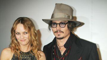 Johnny Depp fête Noël avec Vanessa Paradis et leurs enfants et fait une surprise aux enfants malades