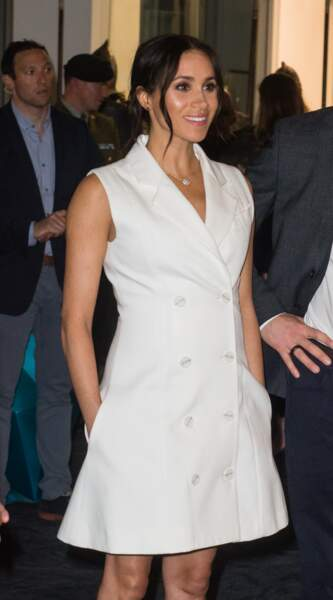 Meghan Markle en robe courte Maggie Marilyn lors de son royal tour australien le 29 octobre 2018