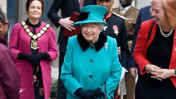 Elizabeth II, fétichiste: cet accessoire de mode qu'elle porte depuis plus de 50 ans