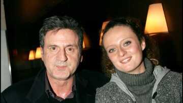 """VIDEO – Quand Daniel Auteuil taquine sa fille Aurore, qui l'appelle """"papa"""" en direct"""
