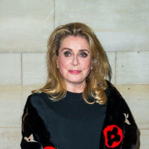 Catherine Deneuve met en vente ses tenues YSL: vivement critiquée, l'actrice réplique sèchement