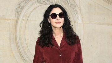 PHOTOS – Monica Bellucci, sexy et fatale en robe rouge au défilé haute couture printemps-été de Dior