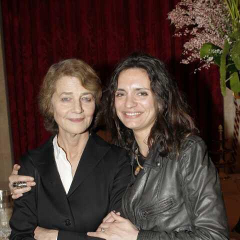 Emilie, la fille de Jean-Michel Jarre, évoque sa vie de famille avec Charlotte Rampling