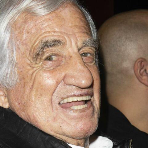 PHOTOS – Jean-Paul Belmondo en forme et souriant: l'acteur de 85 ans prend la pose, bien entouré