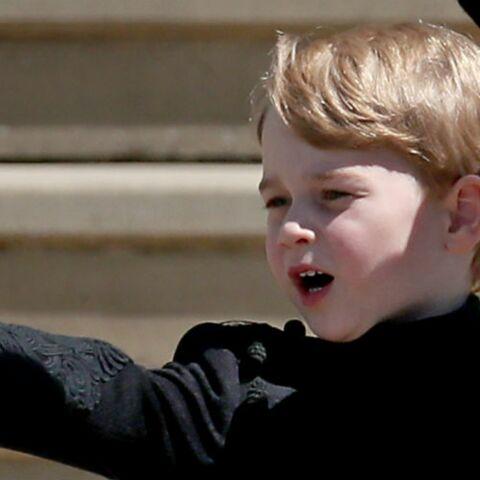 Le prince George surprend un badaud en pleine promenade