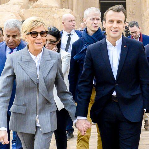 3de7f5ad092 PHOTOS – Brigitte Macron fait sensation en Egypte en associant un costume  chic à une paire