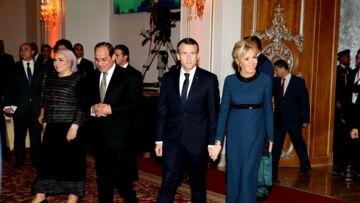 PHOTOS – Brigitte Macron renoue avec son chignon chic, si tendance en 2019