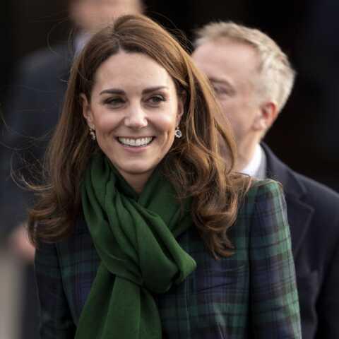 PHOTOS – Quand Kate Middleton recycle (encore) son manteau écossais