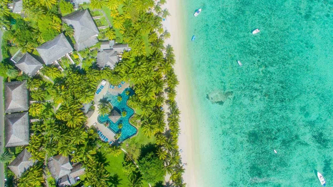 Un bel aperçu vu du ciel du site  de l'hôtel LUX* Le Morne situé à la pointe sud-ouest de l'île Maurice