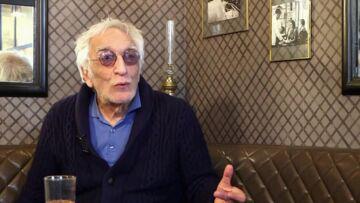 """VIDEO – Gérard Darmon révèle avoir """"manqué d'air"""" pour Johnny Hallyday quand il l'a vu pour la première fois"""