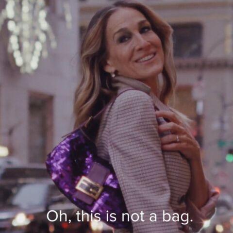 VIDEO – Sarah Jessica Parker retrouve le sac Baguette de Fendi à New York