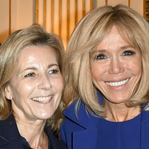 PHOTOS – Brigitte Macron se démarque en robe courte bleue quand tout le monde s'habille en noir
