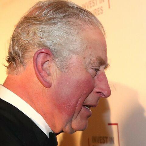PHOTOS – Quand le prince Charles retrouve une célèbre chanteuse qui avait osé lui pincer les fesses