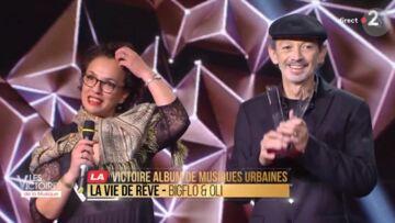 VIDEO – Quand les parents de Bigflo et Oli, très émus, récupèrent la Victoire de la musique de leurs fils