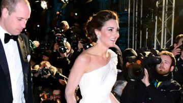 PHOTOS – Kate Middleton surprend avec une robe blanche asymétrique