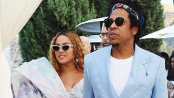 PHOTOS: Beyoncé étincelante craque une fois de plus pour une marque de bijoux française