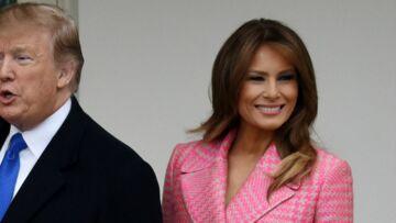 PHOTOS – Melania Trump ose un manteau rose signé Fendi, avec manchettes en vison du même coloris