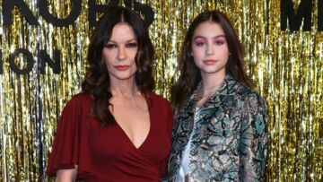 PHOTOS – Catherine Zeta-Jones pose avec sa fille Carys Douglas, son parfait sosie