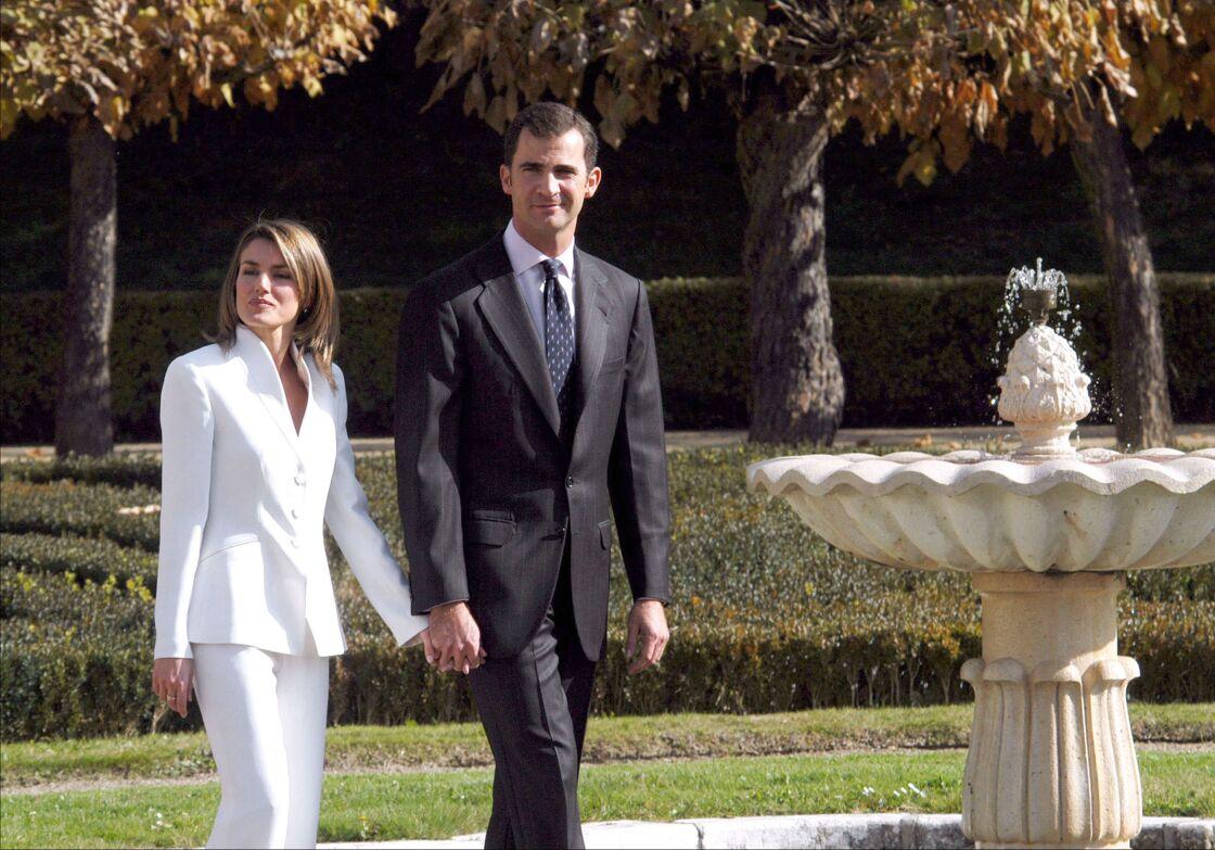 Le prince Felipe et Letizia Ortiz annoncent leurs fiançailles le 6 novembre 2003.