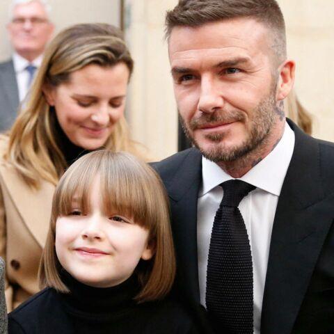 PHOTOS – Harper Beckham craquante avec une frange, découvrez à quelle diva de la mode elle ressemble