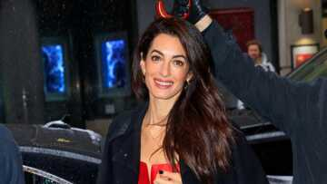 PHOTOS – Amal Clooney, invitée glamour de la baby shower de Meghan Markle