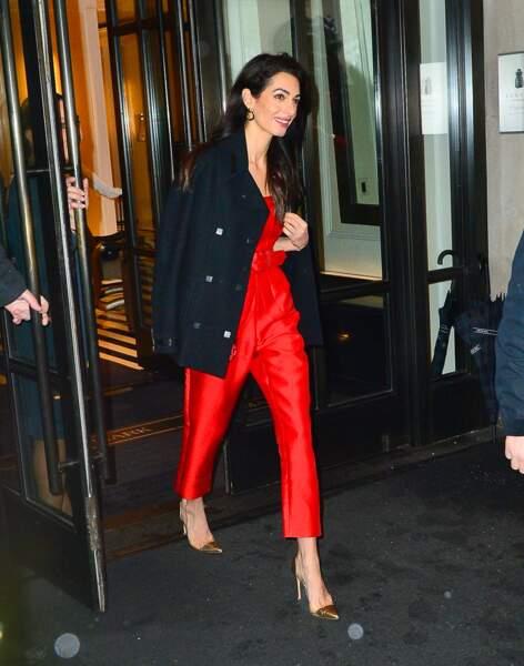 Amal Clooney a opté pour une élégante combinaison rouge de la collection Fall 2018 de Sergio Hudson