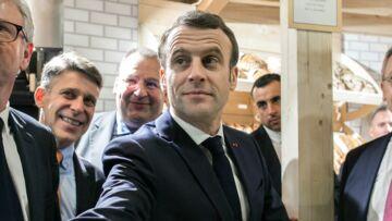 Emmanuel Macron en jean et blouson en cuir pour une visite en toute discrétion