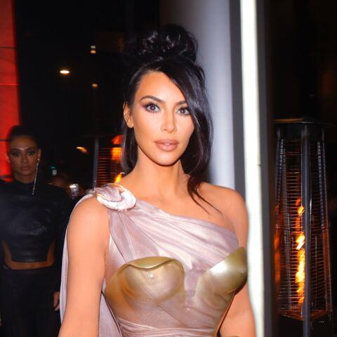 PHOTOS – Kim Kardashian relookée par Thierry Mugler: la sexy attitude à son comble