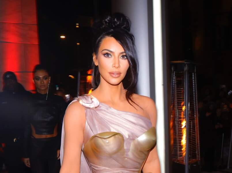 Kim Kardashian relookée par Thierry Mugler : la sexy attitude à son comble