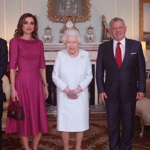 PHOTOS – Elizabeth II blessée: ces clichés qui inquiètent les internautes