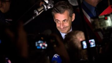 Nicolas Sarkozy, quand l'ex-président s'amuse à taquiner un jeune macroniste
