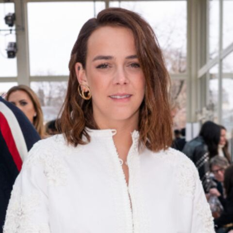 PHOTOS – Pauline Ducruet sublime en robe chemise courte au défilé Valentino