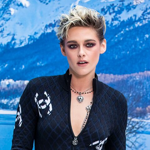 PHOTOS – Kristen Stewart ultra sexy en combinaison de ski zippée signée Chanel