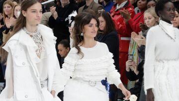 PHOTOS – Penelope Cruz mannequin d'un jour pour Chanel: un joli clin d'oeil après la disparition de Karl Lagerfeld