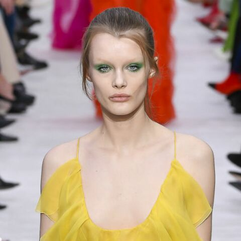 PHOTOS – Maquillage: comment porter le mascara coloré, la grande tendance du printemps/été 2019