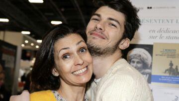 PHOTOS – Adeline Blondieau pose avec son fils Aïtor, 19 ans , qui lui ressemble trait pour trait